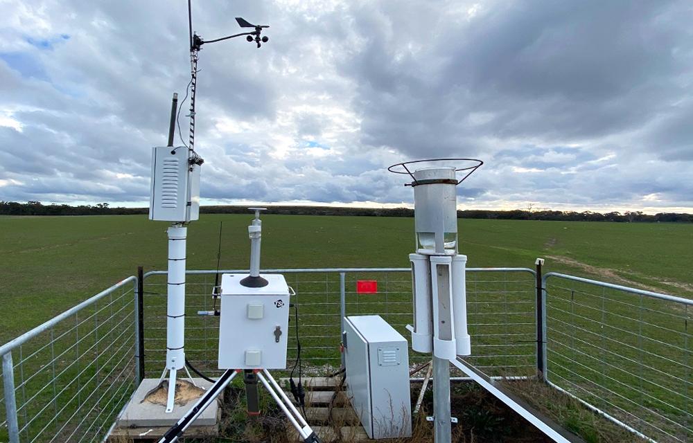 DustTrak enclosure, weather station and DDDG